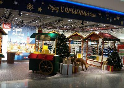 Weihnachtsdekoration, Holzbearbeitung, Lackierung,  Flughafen Gebr. Heinemann